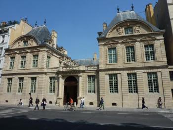 Marais_Hotel-de-Sully-3.jpg