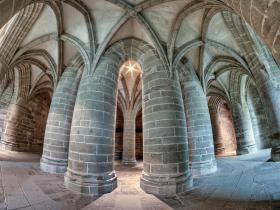 Mont-Saint-Michel-Cloitre.jpg